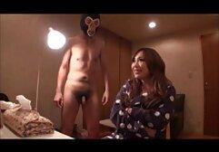 Jeune étalon lèche et baise la chatte de video amateur porno francais salopes sexy pendant que son mari regarde
